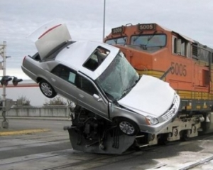 thumbs_car-train-crash